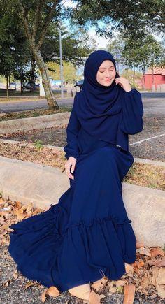 Beautiful Muslim Women, Beautiful Hijab, Abaya Fashion, Muslim Fashion, Women's Fashion, Ootd Hijab, Hijab Outfit, Hijab Fashionista, Her Style