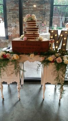 Vintage vanity wedding cake table