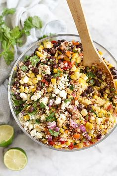 Southwest Quinoa and Grilled Corn Salad is a simple but flavor packed side dish. Could substitute Sorghum in for Quinoa! Healthy Salads, Healthy Eating, Healthy Recipes, Healthy Lunches, Summer Vegetarian Recipes, Fast Recipes, Dinner Healthy, Grilled Corn Salad, Roasted Corn Salad