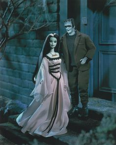 Barbie and Ken Dolls as The Munsters giftset. Designed by: Sharon Zuckerman Release Date: Product Code: 50544 Pop Culture / Barbie Loves Pop Culture Barbie Blog, Barbie Et Ken, Ken Doll, Celebrity Barbie Dolls, Marie Osmond, Ashton Drake, The Munsters, Poppy Parker, Disney