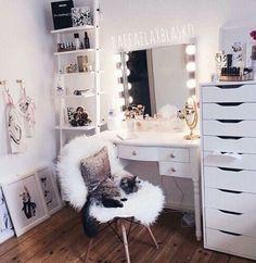 room, bedroom, and makeup afbeelding