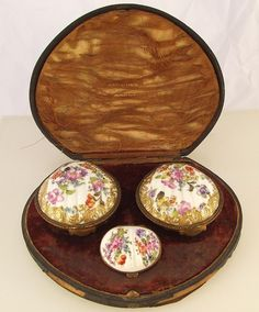Set of Three Rare Antique 19th Century French Shell Shaped Porcelain Snuff/Patch Boxes In Case