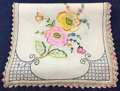 Vintage Linen Hand Embroidered Table Runner Dresser Scarf with Applique Flowers 44 x 13 Hawaiian Quilt Patterns, Hawaiian Quilts, Embroidery Motifs, Vintage Embroidery, Vintage Linen, Crochet Lace, Sewing Crafts, Decoration, Knitting Patterns