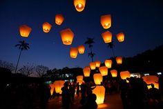Los #globos se luz se recomiendan para bodas al aire libre o en donde los invitados puedan salir a liberarlos.