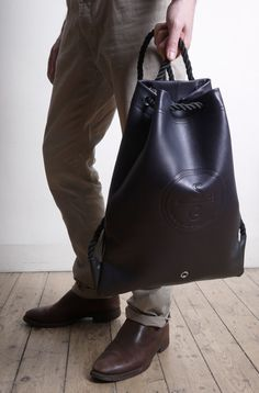 - DRISCOLL [DARK NAVY]  - BRIDLE STYLE LEATHER DRAWSTRING BAG