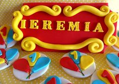 Fondant 3D custom name plaque and dozen cupcake by TopCakeDecors