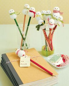 Let it snow, let it snow...snowman pencils, a great winter gift from teachers to students, or an alternate gift for a classroom holiday party to the usual cookies! pencil-crafts