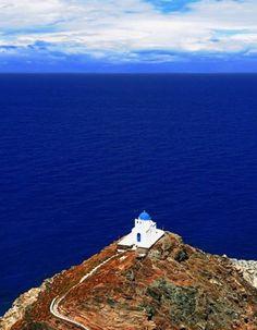 Ile de Sifnos, en Grèce Encore peu connue du grand public, cette petite île des Cyclades offre à ses visiteurs la possibilité de peaufiner leur bronzage...
