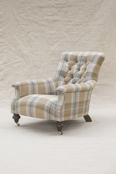 Slipper Chair in Viola Barley