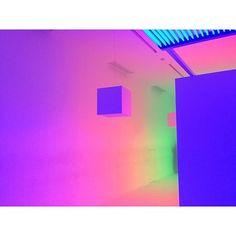 #9lightsin9rooms  Regram : @allurekorea  #minimal #minimalism #art #rainbow #colorful #color #rainbow #vaporart #vaporwave #irridecent #modern #internet #digital #90s  #postmodern #art #vivid #art #visual #aesthetics
