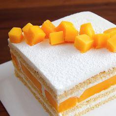 . 생일이 많은  케익 만들 일이 많은 7월~ 아빠의 생신케이크 망고보다 과육이 단단하고 특유의 향긋함이 있는 #애플망고 새콤한 과일…