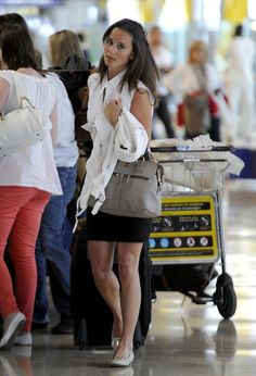 Pippa Middleton Photos - Pippa Middleton and her old flame, George Percy, depart from Madrid-Barajas Airport after enjoying a quick bite to eat a cafe. - Pippa Middleton at the Madrid-Barajas Airport