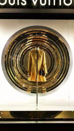 (A través de CASA REINAL) >>>>  Louis Vuitton by SAKS
