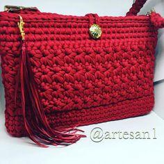 Ponto estrela em escarlate! ❤️ #crochetlove #bolsadecroche #trapillo #croche #crochet #fiodemalha #handmadebag