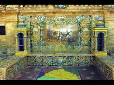 Fotos de: Sevilla - Plaza de España - Bancos de cerámica con detalles de...