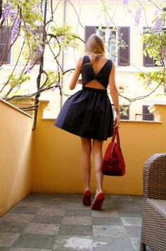 I love the back of this dress and the red accents! everyone should have a good pair of red pumps!