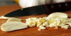 Orvosoljunk egy hibát, amit majdnem minden ember elkövet, amikor fokhagymával főz!