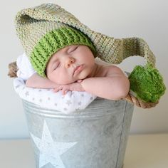 Gorro para bebe duende verde. Este es un gorro genial para sacar uunas fotos muy especiales a tu bebé recién nacido. Gorro de lana largo que termina en una bola pompon. 24,50 €