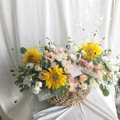 Table Arrangements, Flower Arrangements, Garden Images, Flower Basket, Artificial Flowers, Floral Wreath, Bouquet, Bloom, Vase