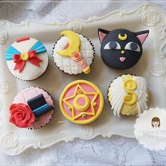 Sailor Moon Birthday, Sailor Moon Party, Fondant Cupcakes, Cute Cupcakes, Cupcake Cakes, Sailor Moon Cakes, Moon Food, Sakura Card Captor, Kreative Desserts