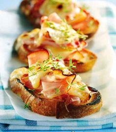 Crostini of smoked ham and Raclette Crostini, Homemade Bagels, Bruchetta, No Salt Recipes, Smoked Ham, Queso, Food Inspiration, Love Food, Recipes