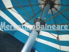 Ombrelloni professionali per spiaggia in alluminio USATO Q.TA' 6 EUR 46 - Mercatino Balneare ombrellone usato pronta consegna senza supporto o palo inferiore da definire struttura ragno beige a 10 stecche da 4,7 mm lunghezza stecca cm 100 per un diametro di circa 2 metri palo alluminio 40 mm con fermo vento baionetta tessuto azzurro e bianco rigato irregolare con frangione raffia blu discreto prezzo per cadauno ombrellone iva e trasporto escluso acquistabili anche singolarme