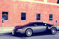 Do you think this Bugatti Veyron is HOT or Not?
