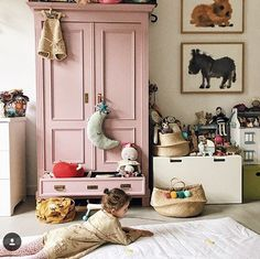 Whoop whoop... It's weekend! Time for relaxing, playing soccer with the boys and cudle with my little beeb. This cute girl from @minalulu sure knows how to chill on a #playmat. Love your (kind of) chaotic family home. All nice stuff... #followfriday #byalexandra #minalulu #kidsroom #kinderkamer #styling #playroom #weekend #chill #nursery #nurserydecor #kidsdecor #decoration #mattress #art #kidsart #vintage #girl #myhome #smallbusiness #mominbusiness #girlboss