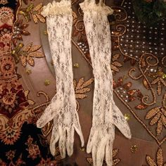 Off White Lace Evening Gloves