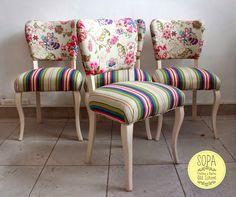 Juego de 4 sillas francesas restauradas a nuevo. Lustre en color hueso, con terminación en laca. Tapizadas en género Panamá estampado, co...
