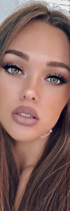 ❈Téa Tosh❈ Gorgeous Blonde, Beautiful Lips, Beautiful Girl Image, Gorgeous Women, Beautiful People, Portrait Photos, Portrait Photography, Beauty Makeup, Hair Makeup