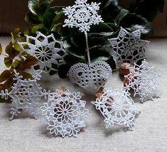 *** háčkované vianočné ozdoby *** SadaXmas 16*** Crochet Christmas Decorations, Christmas Crochet Patterns, Christmas Star, Christmas Ornaments, Filet Crochet, Snowflakes, Crochet Earrings, Holiday Decor, Flowers