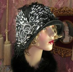 1920'S VINTAGE STYLE BLACK & WHITE POKA DOT ROSE FEATHER CLOCHE FLAPPER HAT