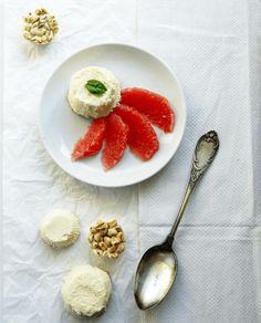 Halbgeeiste weiße Mousse au chocolat Muffins, mit Limette und Grapefruit Filets