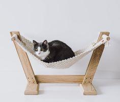 cat hammock crochet ~ cat hammock & cat hammock diy & cat hammock window & cat hammock diy how to make a & cat hammock diy easy & cat hammock macrame & cat hammock diy window & cat hammock crochet Diy Cat Hammock, Diy Cat Bed, Hammock Ideas, Design Patio, Design Design, Kitten Beds, Cat House Diy, Chesire Cat, Cat Basket