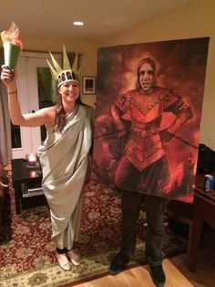 Halloween costumes: The Statue of Liberty and Portrait of Vigo the Carpathian from Ghostbusters 2 Funny Couple Halloween Costumes, Family Costumes, Group Costumes, Character Costumes, Funny Halloween Costumes, Halloween 2019, Holidays Halloween, Halloween Office, Halloween Stuff