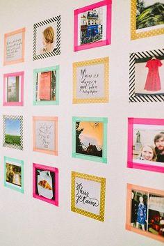 Fitas coloridas na parede como molduras.