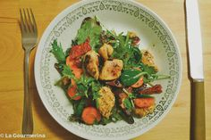 New York Salad with chicken, carrots, dried tomatoes, spinach Different Salads, Dried Tomatoes, Chicken Salad, Free Design, Spinach, Carrots, Curry, York, Ethnic Recipes
