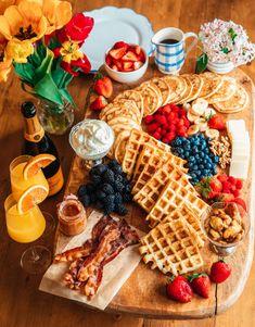 Breakfast Platter, Breakfast Pancakes, Pancakes And Waffles, Mimosa Breakfast, Breakfast Picnic, Snack Platter, Pancake Day, Breakfast Dessert, Charcuterie Recipes