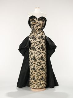 Pierre Balmain. 1953. The Costume Institute. Brooklyn Museum Costume Collection - Metropolitan Museum of Art.