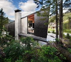 Whistler Residence / BattersbyHowat Architects. British Columbia, Canada. Timber and concrete combined to create a unique forest home