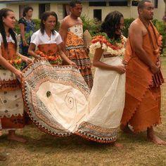 A Traditional Custom Fijian Wedding - notice both Bride Grooms outfits are made out of Tapa Masi (tree bark) ♥- Fiji Island Wedding Dresses, Island Weddings, Tonga, Polynesian Wedding, Wedding Costumes, Wedding Outfits, Ethnic Wedding, Fiji Islands, Traditional Dresses
