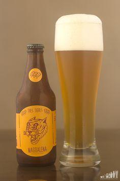 Alcohol por Volumen: 5,3 %   Color: 4 SRM aprox.   Amargor: 21 IBU