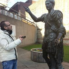 Asking some information in London #love #a #london #londra #italia #italy #cold #winter #towerhill # Roma #funny #joke by aureliolanna