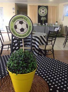 Mesa convidados - Chá de Fraldas - tema Futebol Soccer Theme Parties, Soccer Party, Sports Party, Party Themes, 30th Party, Birthday Parties, Soccer Banquet, Soccer Birthday, Soccer Boys
