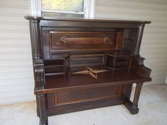 It is sad to see all these old pianos go to the junk yard. I see about 4 or 5 a month for free on craigslist. Biggest hurdle was the weight. Getting the cast iron harp out really helped on the weight. of piano wood used. Refurbished Furniture, Repurposed Furniture, Furniture Makeover, Painted Furniture, Piano Desk, Piano Art, Furniture Projects, Wood Projects, Diy Furniture