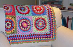 This pattern is for a larger granny style circle in a square, and is easily customizable. There are many pictures in addition to the written pattern.