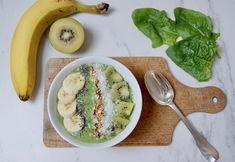 Smoothie bowl kiwi-épinards-banane Kiwi, Menu, Smoothie Bowl, Cantaloupe, Fruit, Food, Eating Clean, Banana, Chia Seeds