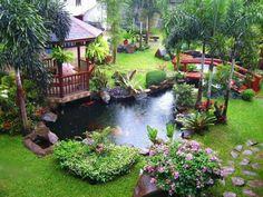 Hardtop-Coupé Pavillons können gemalt oder entworfen, um andere Strukturen und Funktionen in Ihrem Garten passen. Hier die Brücke über den großen Teich passt die Gartenlaube perfekt und verbindet den Raum in eine kohärente und schönen Hof.