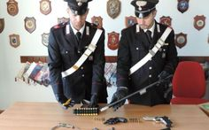Nascondevano in casa armi e munizioni ad Ardea